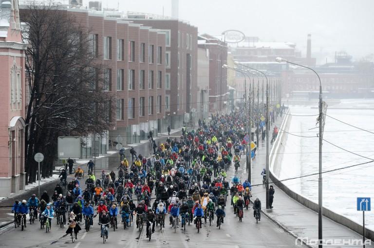 В Москве прошел первый зимний велопарад