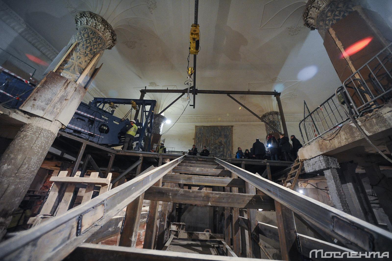На станции «Проспект мира» начался монтаж эскалаторов